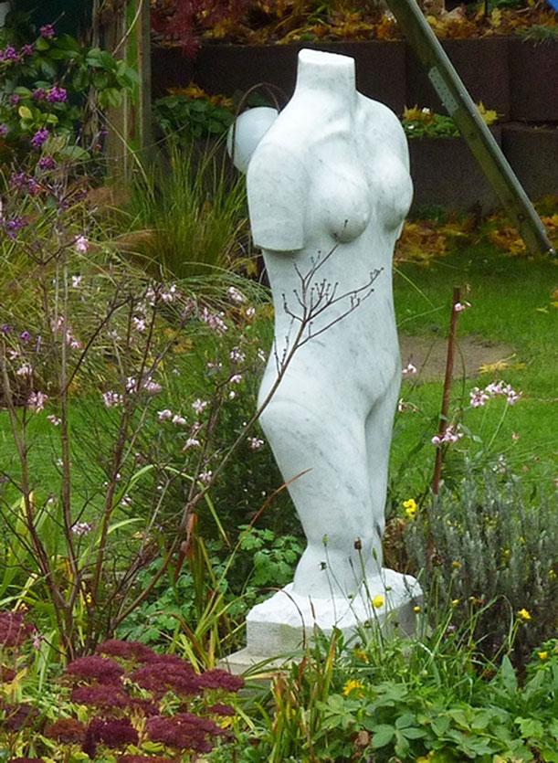 Weiblicher Torso, Skulptur, Mamor