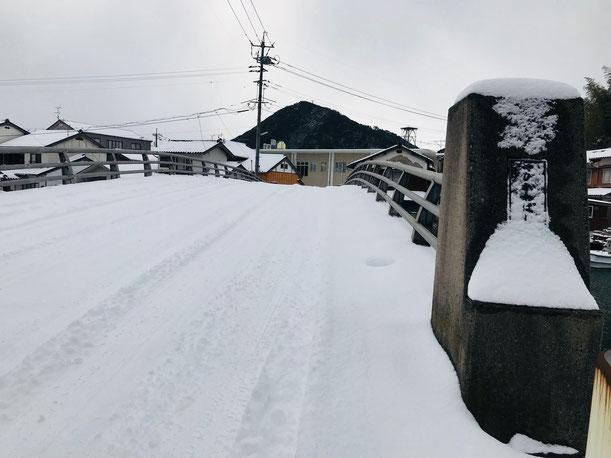 隠岐の島 京見屋分店 西町 八尾川橋 雪景色