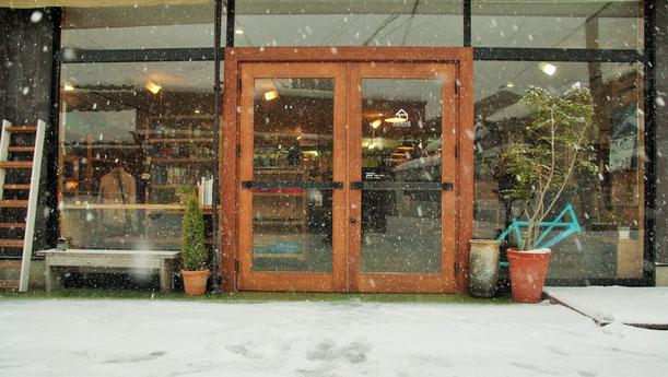 隠岐の島 京見屋分店 冬 店入口