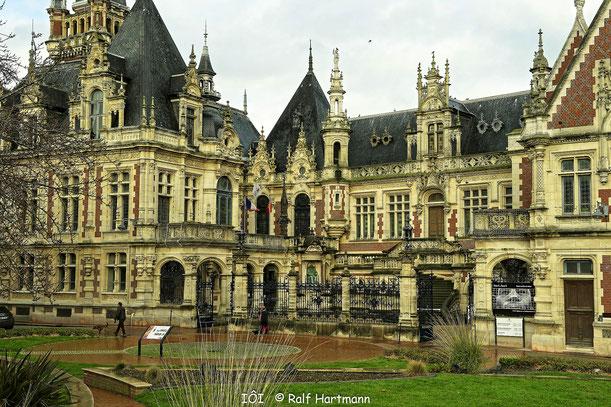 Bild: Hauptportal des Palais Bénédictine Fécamp - BenediBild: Hauptportal des Palais Bénédictine Fécamp - Benediktinerpalast in Fécamp ktinerpalast in Fécamp