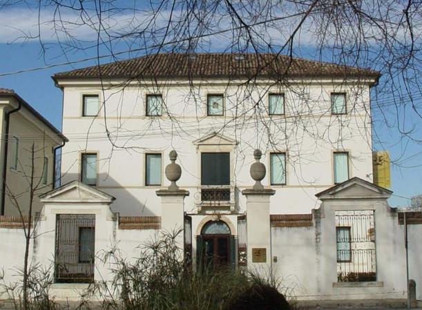 Villa Savioli, che ospita il Museo della Maschera