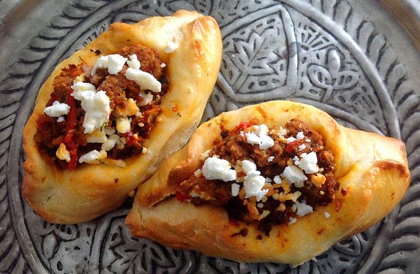 Turkse gehaktbroodjes.