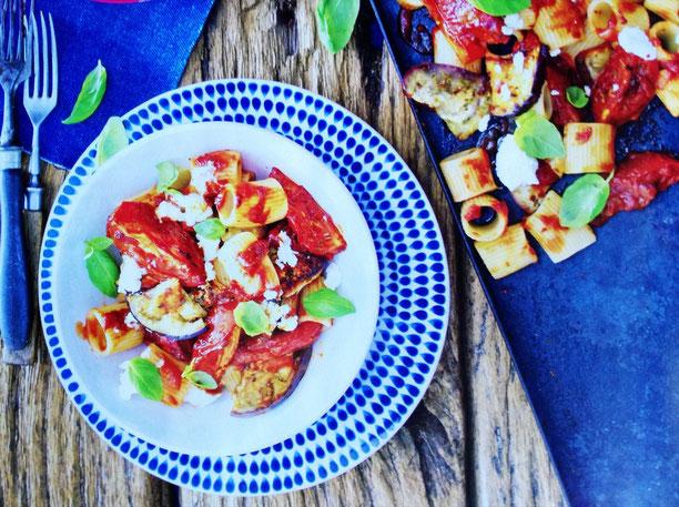 rigatoni con pomodori arrostiti e melanzane