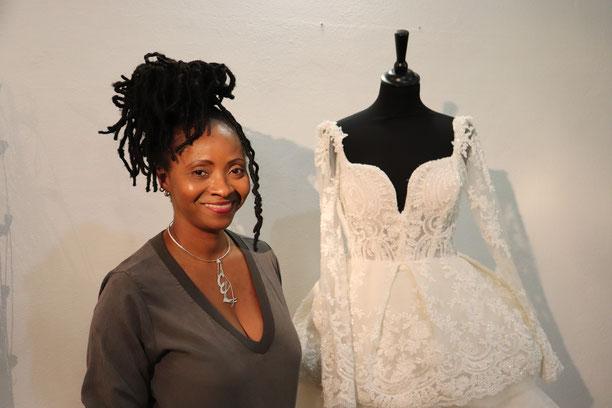 La styliste modéliste Éliette Lesuperbe propose une ligne de robes de mariées depuis 2012. (Photo : C.L.)