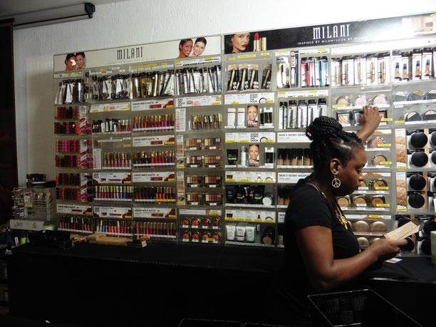 Les clientes pouvaient se procurer sur place, les produits qu'elles ont essayé. (Photos : Célia Labry)