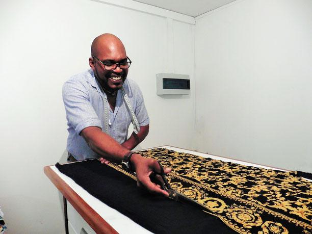 Daniel Garriga dans son atelier situé rue de l'Industrie àn Jarry Baie-Mahault.