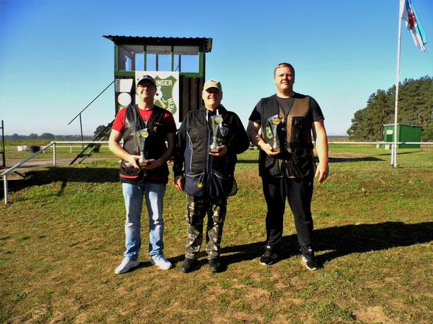 Pokalgewinner der VM Trap 2021 von links: Tino Fröhlich 2.Platz, Andreas Pietz 1.Platz und Steffen Fröhlich 3.Platz