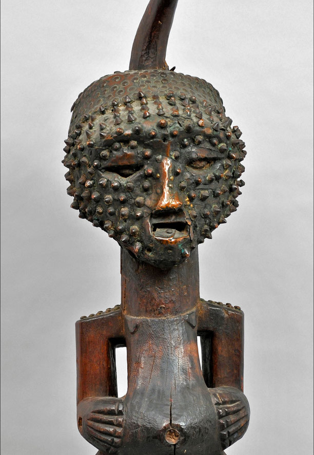 Songye figure, DRC • Wood, horn and copper • H. 100 cm • Private collection