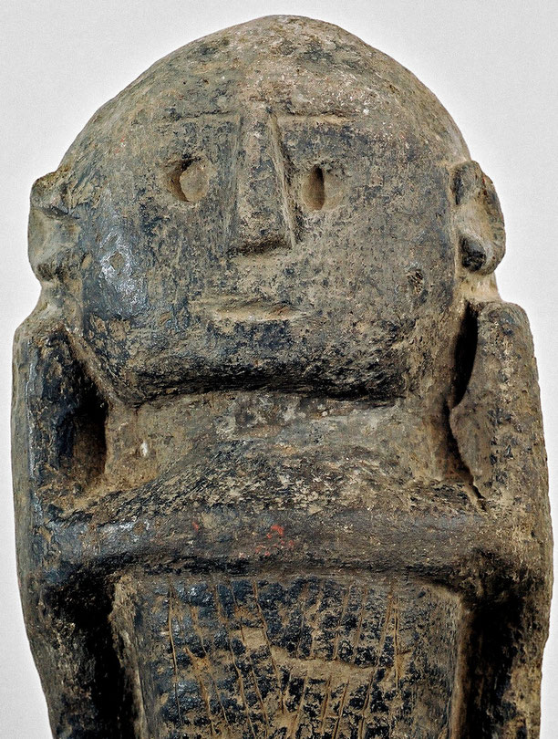 Towindo carved stone statue, pre-Shona, Zimbabwe, 14th. c. • 61 cm • Serpentine • Private collection • Courtesy of Pierre Dartevelle Gallery, Brussels