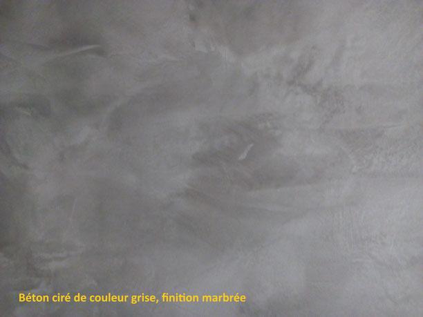 Salle de bain béton ciré, couleur grise, finition marbrée