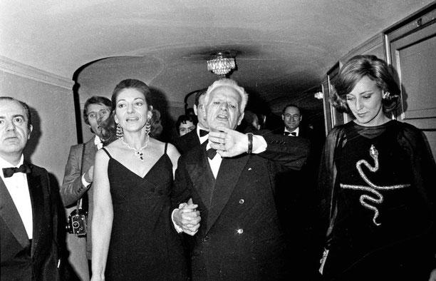 1970年 マリア・カラスとスカラ座総裁 アントニオ・ギリンゲリ ミラノ・スカラ座にて wikipedia
