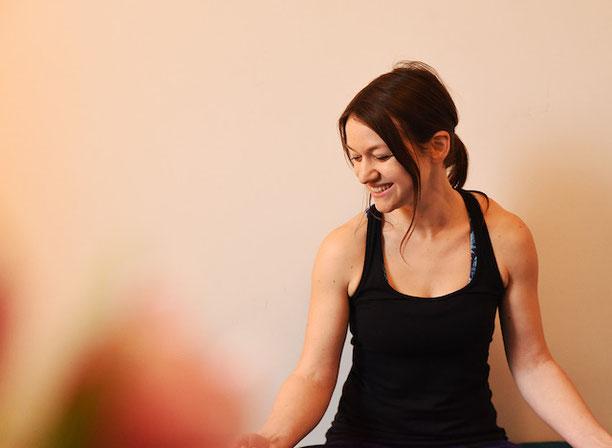 Yin Yoga in der Schwangerschaft - Jule Rathjens auf dem Yoga Mama Blog MOMazing
