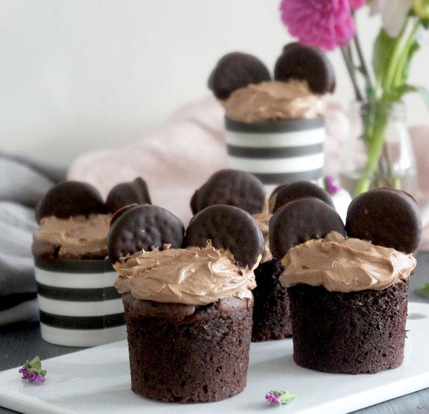 Schoko-Muffins mit Nuss-Nougat-Creme und Maeuseoehrchen