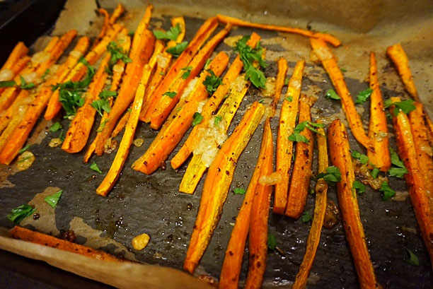 Low Carb vegane Pommes l Karotten-Pommes mit Parmesan