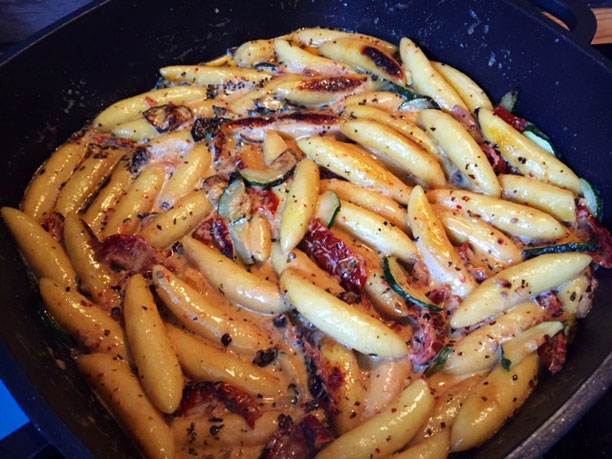 15 Minuten Basilikum Schupfnudel Pfanne mit Tomaten