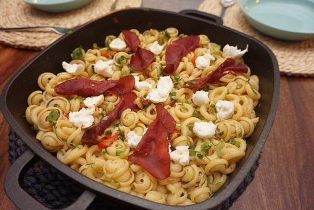 schnelle Pasta Bruschetta l Nudelpfanne fertig in 15 Minuten