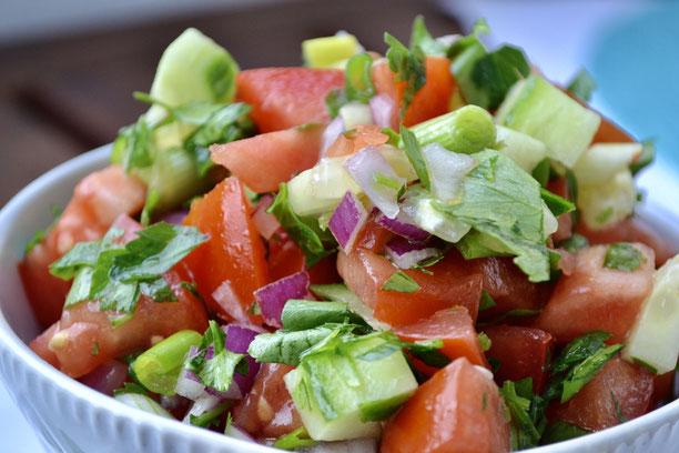 Coban Salatasi l tuerkischer veganer Hirtensalat