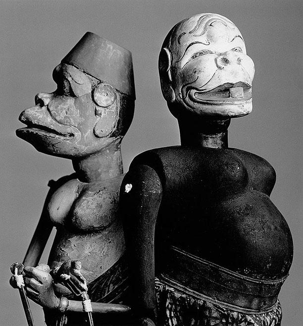 Zwei Spielfiguren aus dem javanischen Stabpuppentheater. Copyright by Klaus Schoerner