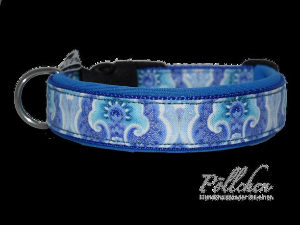 maßgefertigtes blaues Halsband mit silberglänzenden Akzenten - extra weich dank Neopren