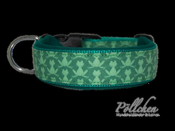 grünes Halsband mit kleinen Fröschen besonders weich und stabil dank Neopren - auch als Leine und Zugstopphalsband