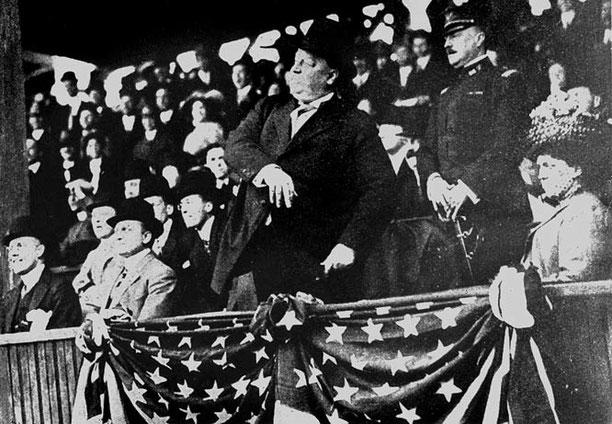 """Il famoso """"primo lancio"""" del 27° Presidente William Howard Taft (7 maggio del 1910)"""