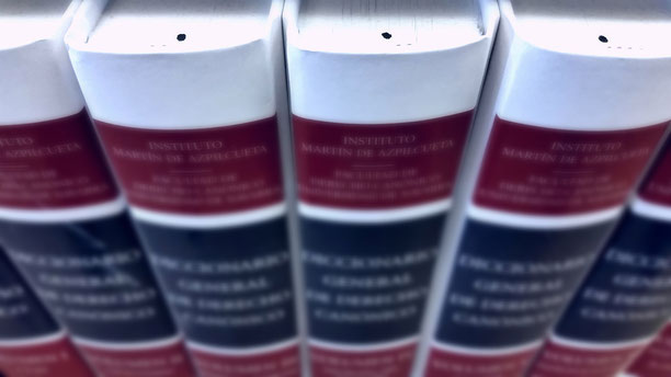 Bücher als Symbol für Informationen zur einvernehmlichen Scheidung, zum Sorgerecht und zum Unterhaltsrecht