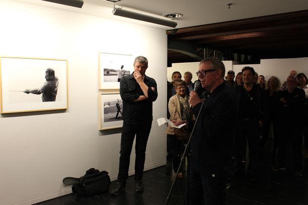 Fotograf Hans Hofmann an der Vernissage im Kornhausforum Bern.
