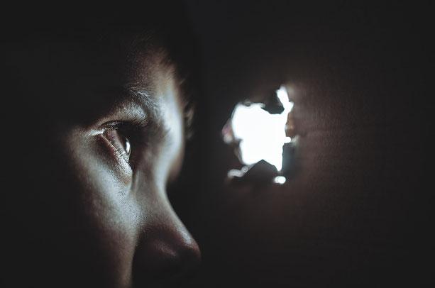 Yannick Guennou thérapeute praticienne Carcassonne Limoux méthode PEAT résilience violences éducatives trauma traumatisme enfance parent témoignage