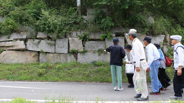 島の案内人の手にかかると、道端の石一つをとっても物語に満ちた素材になります。