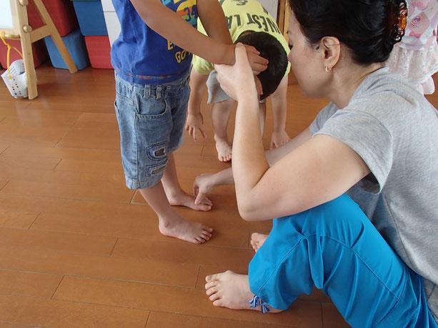 愛知 刈谷 名古屋 こどもの姿勢・椅子の座り方・歩き方の改善 身体能力アップさせバレエ・サッカーのスポーツをけがなく活躍したい子どものための子ども姿勢改善・体の土台作りをサポート