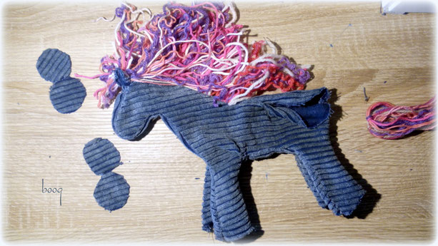 recyclig horse sewing