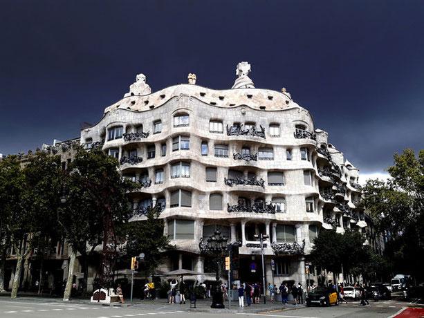 Работы Антонио Гауди в Барселоне - дом Мила, Ла Педрера