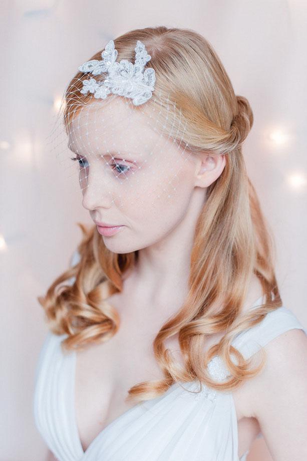 Fascinator für die Braut aus feinster Spitze für die Hochzeit oder Standesamt.