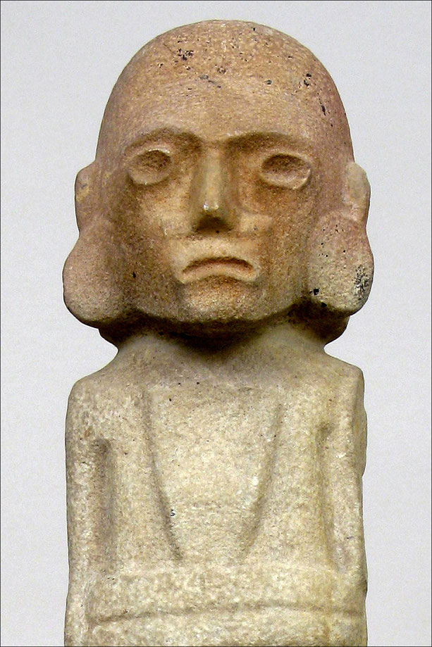 Precolumbian male figure, Huastec Culture, Mexico, 1200-1500 A.D. • H. 78,5 cm • Courtesy of Santo Micali, Galerie Mermoz, Paris.