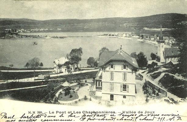 La villa du Docteur Hippolyte Yersin, praticien  rattaché au Grand Hôtel dès sa construction en 1901. En contrebas, la  nouvelle église édifiée en 1900.