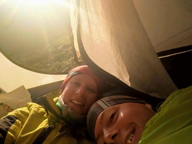 Juhu, die ersten Sonnenstrahlen (nach unserer kältesten Nacht bei unter 0° in England)