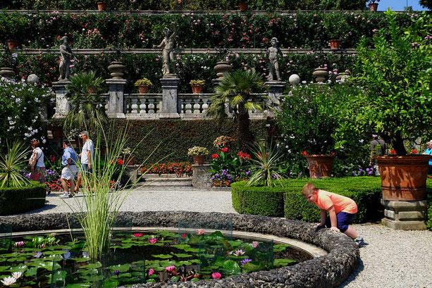 Photographie, Italie, Piémont, lac Majeur, isola bella, palais borromée, architecture, art, couleurs, jardins, bassin, personnages, fleurs, été, vacances, Mathieu Guillochon