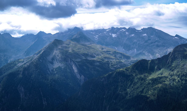 Great look on the surrounding mountains as we finished hiking to the lookout point at the top of the mountain.