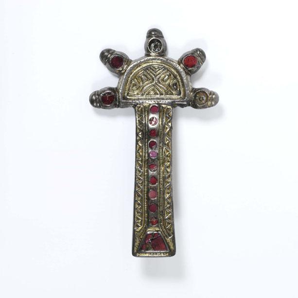 Kostbare Fibel, Silber, Goldfolie, Karneol, diente der Befestigung von Kleidung, Merowingerzeit, Victoria & Albert Museum