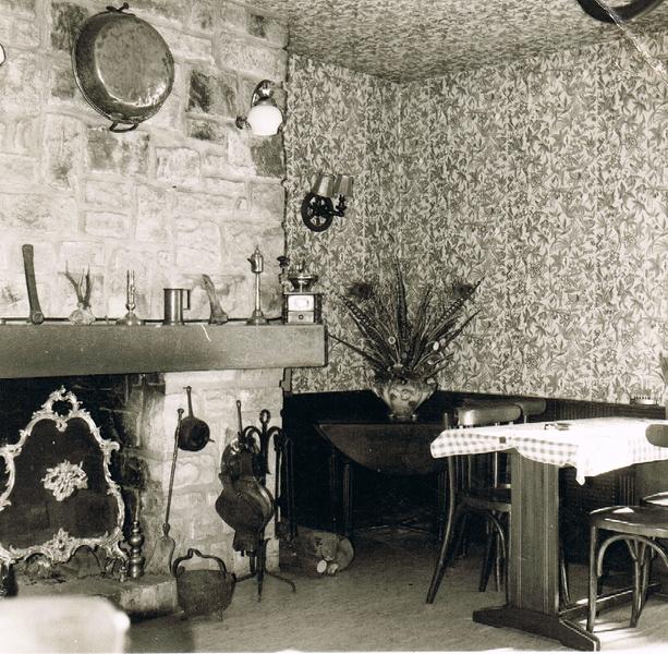 la salle en bas en 1966 .