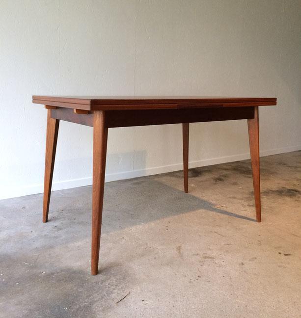 table teck, table vintage, pieds compas, pieds fuselés, années 60