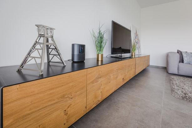 MÖBELLOFT Kommode als TV-Board aus Eiche und Stahl in modernem Design
