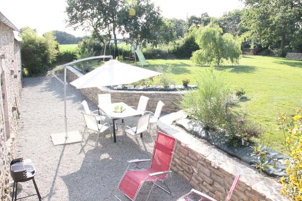 Avec sa terrasse , le jardin est un lieu de détente.