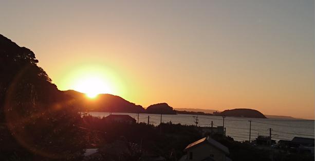 夕日とスカイライン(福岡県糸島市) Skyline of mountains in Itoshima, Fukuoka