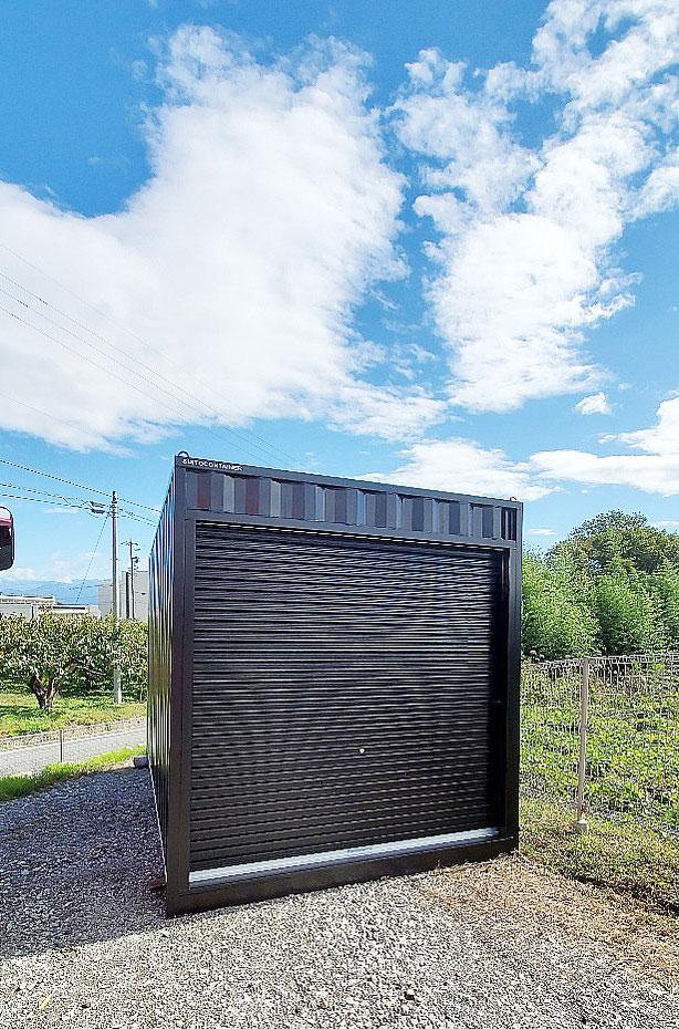 長野県飯田市 中古コンテナ13ftシャッター付マットブラック納品