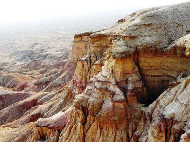 Tsagaan Suvraga Cliffs