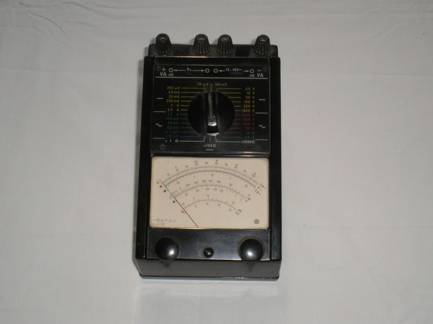 RFT Gerätewerk Karl Marx Stadt DDR  Vielfach Messgerät Typ.  III  von  1970