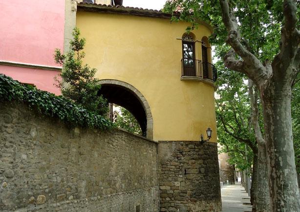 Крепостные стены в Вике - Каталония