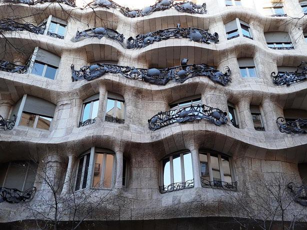 Дом Мила Антонио Гауди
