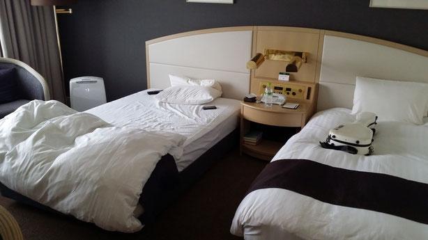 一人の宿泊にはもったいないくらいの大きなベッドが2つ!